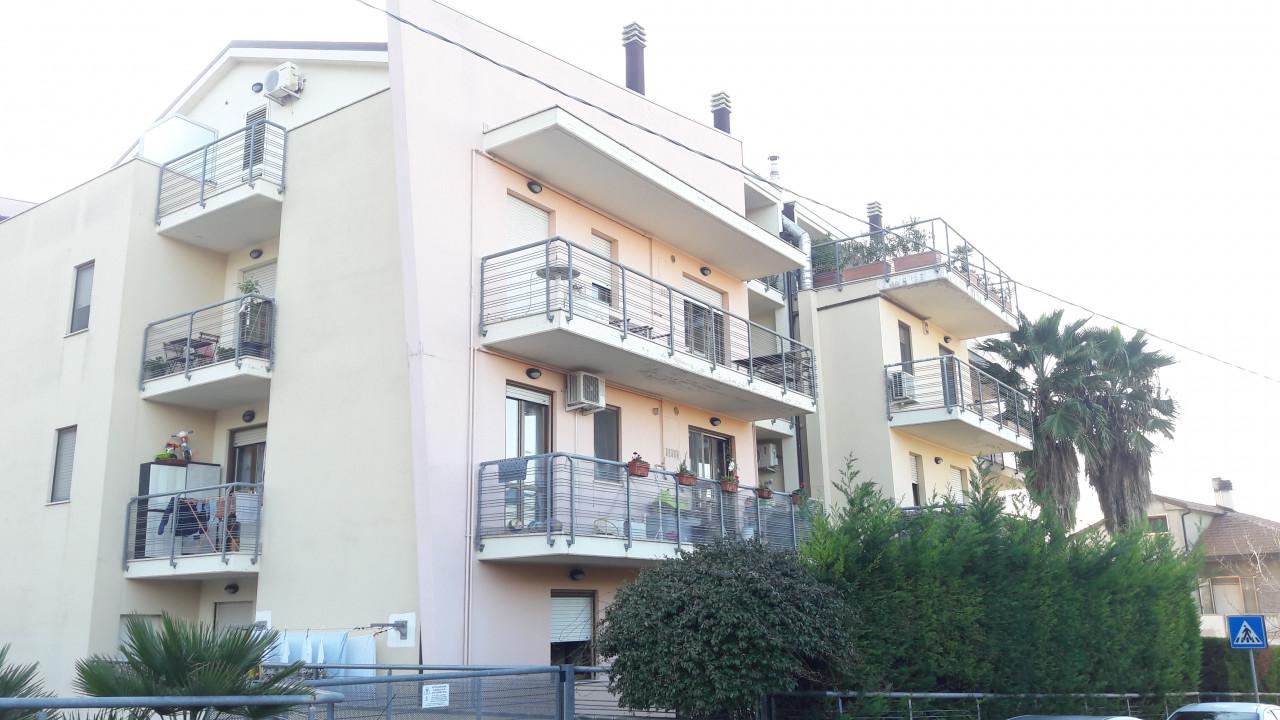 Sambuceto - Via Umbria - Trilocale con garage e p/auto