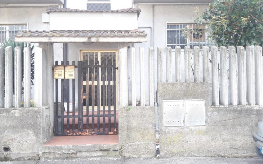 Pescara – Via Tirino – Appartamento 3 camere, con corte e soffitta