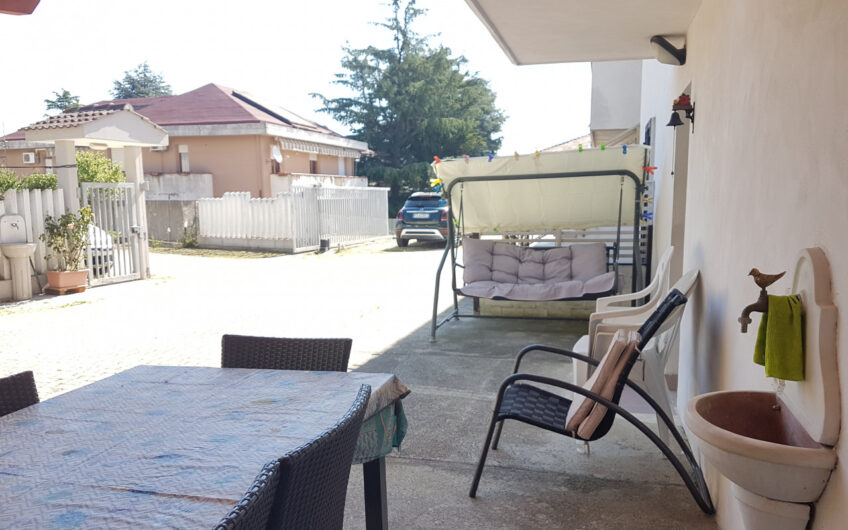 Pescara – Appartamento bilocale arredato con corte e giardino privato